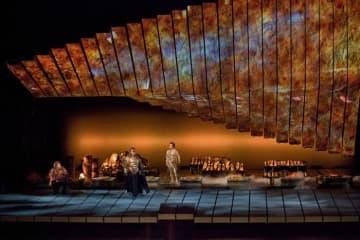 """「ラインの黄金」A scene from Wagner's """"Das Rheingold"""" in Robert Lepage's production, with Eric Owens as Alberich, Bryn Terfel as Wotan, and Richard Croft as Loge. Photo: Ken Howard/Metropolitan Opera"""