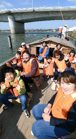 遠賀川フェスで五平太舟遊覧満喫 中間市 [福岡県]
