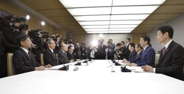 皇位継承に伴う一連の儀式の詳細を検討する式典委員会=19日午前、首相官邸