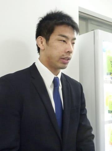 柔道GS大会から帰国し、取材に応じる永瀬貴規=19日、成田空港