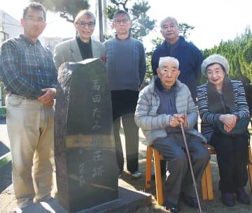 (左から)栗原さん、小原さんら同会メンバー