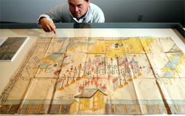 詳細な説明が随所に記された東山天皇即位図(大津市御陵町・市歴史博物館)