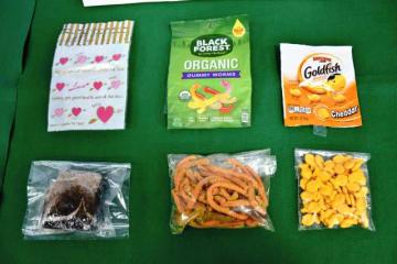 米国から輸入された大麻を練り込んだ菓子=19日午後、宮崎市・宮崎北署