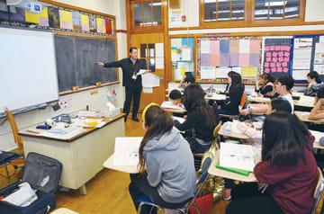 1962年に開校したニューヨーク補習授業校のLI校。数学の授業を熱心に聞き入る中学1年の生徒たち