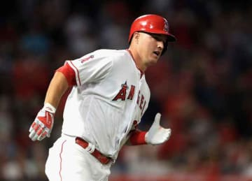 Angels' Mike Trout celebrates 26th birthday with 1,000th career hit