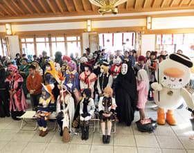 5千万円の経済効果を生み出すイベントに成長したコスプレフェスタ=昨年11月3日、樽前山神社