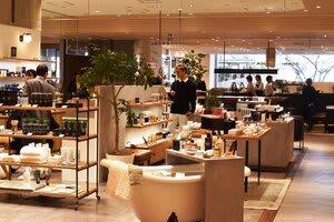 湘南のライフスタイルをイメージした店舗が並ぶ「ODAKYU 湘南 GATE」2階フロア =藤沢市南藤沢