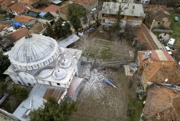 トルコ南西部で起きた地震で損壊したモスク(イスラム教礼拝所)=20日(アナトリア通信提供・共同)