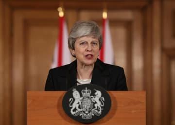 英首相官邸で演説するメイ首相=20日、ロンドン(ロイター=共同)