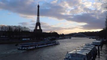 仏パリで「エッフェル塔垂直マラソン」開催