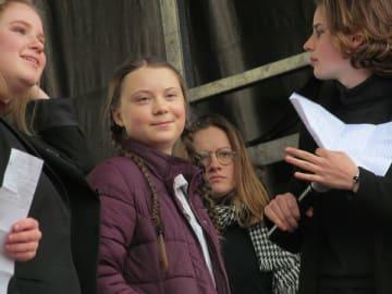 2月に開催されたベルギー・ブリュッセルのデモに参加したグレタ・トゥンベリさん(左から2人目) ©︎Michiko Kurita