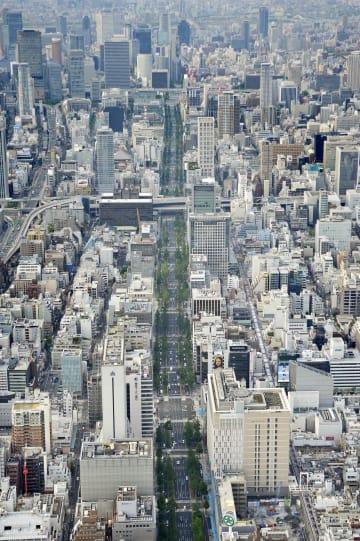大阪市のメインストリート御堂筋=2017年