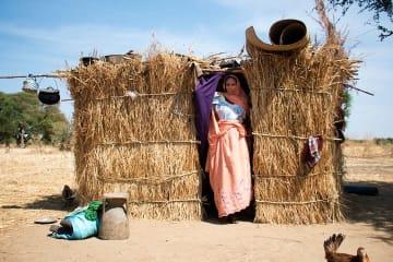 清潔な水が手に入らず、妊娠中E型肝炎に感染したザキヤさん © Abdoulaye Barry