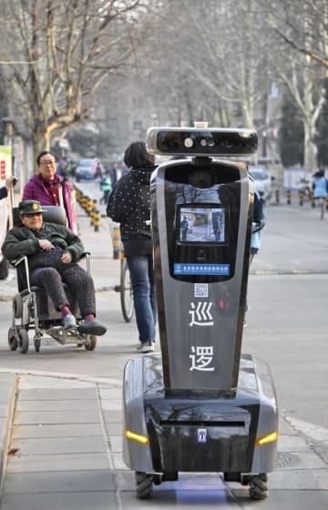 スマートロボットが街をパトロール 北京市
