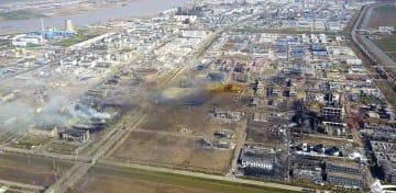 大規模爆発が起きた化学工場の現場周辺=22日、中国江蘇省塩城市(共同)