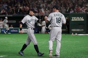 現役引退を表明したマリナーズ・イチローと菊池雄星【写真:Getty Images】