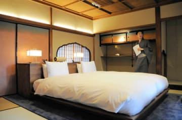 25日に開業するホテル「そわか」のスイート。料亭時代は「ほら貝の間」として使われた(京都市東山区)