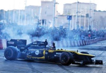 ルノーF1がディズニーランド・パリでデモラン。フランスGPプロモーションのため15都市でイベント開催