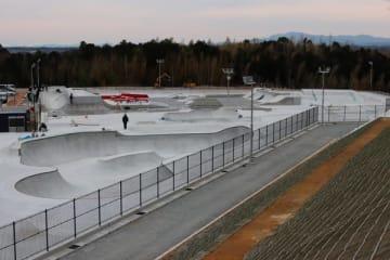 【4月2日にオープンする松阪市総合運動公園スケートパーク=同市山下町で】
