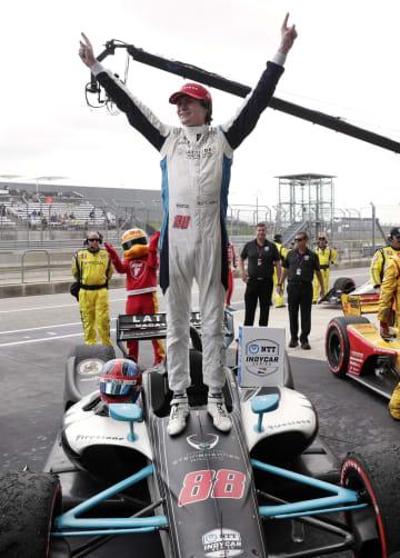 インディカー・シリーズ第2戦 史上最年少優勝のコルトン・ハータ=24日、米テキサス州オースティン(AP=共同)