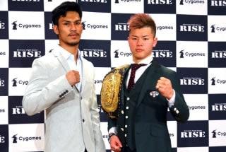 世界トーナメント準決勝で対戦する那須川(右)とスアキム(左)