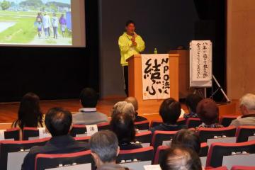 福島県相馬市での農業について語る菊地将兵さん=横浜市歴史博物館