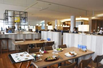 「アタミ ベイ リゾート コウラクエン」内の静岡県産の肉や野菜を使った料理を提供するレストラン=25日、静岡県熱海市