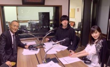 左から川廷昌弘さん、とーやま校長、高橋万里恵