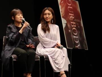 上映後にトークイベントに参加した(写真左から)ハン・ガラム監督とチェ・ヒソ(大阪・福島のABCホール)