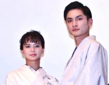 多部未華子(左)と高良健吾(右)