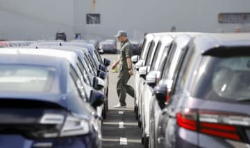 Japan's new car sales to fall 2% to 5.22 mil. in FY 2019: auto group