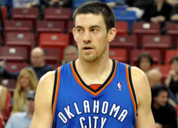 Description: English: Nick Collison of the Oklahoma City Thunders at ARCO areana. Date: 7 March 2010 Source: Own work Author: J.smith (Wikipedia)