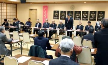「特別企画委員会」の設置などが報告された、十日町雪まつりの実行委員会=十日町市