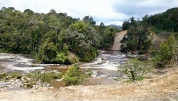 水力発電所に水力を供給する北スマトラ州の河川(クラウドクレジット提供)