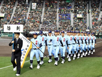 第91回選抜高校野球大会の開会式で入場行進する福井県の啓新ナイン=3月23日、甲子園球場