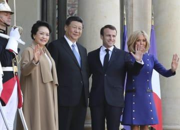 習近平氏と彭麗媛氏、マクロン仏大統領主催の送別式典に出席