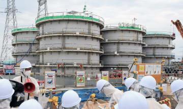 福島第1原発のフランジ型タンク=2015年9月