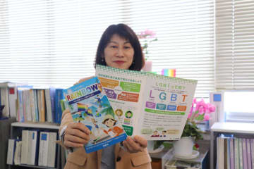 宮崎市が中学生向けに制作したLGBT啓発誌=26日午後、宮崎市役所