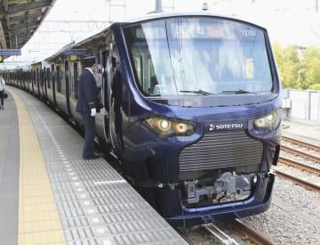 相模鉄道が公開した、JR線への直通運転に使用する新型車両「12000系」=28日午前、神奈川県海老名市のかしわ台駅