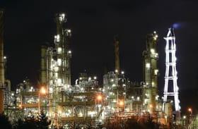 室蘭の工場夜景をけん引してきた室蘭製造所。多くの人を魅了した保安灯もその役目を終える=2019年3月