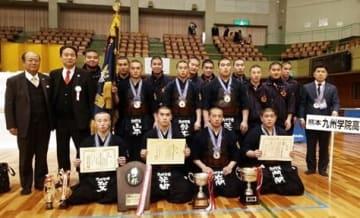 剣道男子団体で7年連続11度目の優勝を果たした九州学院=愛知・春日井市総合体育館