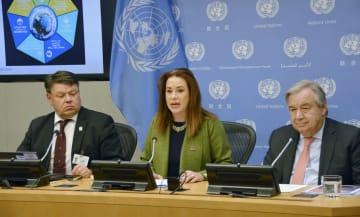 28日、米ニューヨークの国連本部で記者会見するグテレス事務総長(右)ら(共同)