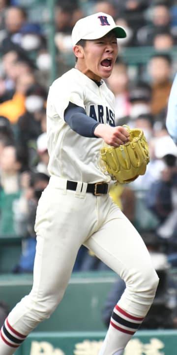 星稜-習志野 最後の打者を打ち取り、ガッツポーズする習志野・飯塚=甲子園