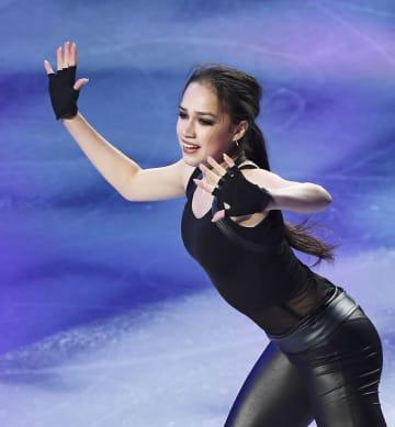 世界選手権のエキシビションで演技するアリーナ・ザギトワ選手=24日、さいたまスーパーアリーナ