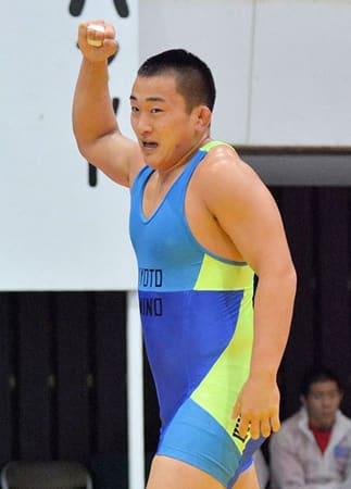 レスリング92キロ級決勝 接戦を制して初優勝した網野の三浦哲史=新潟市体育館