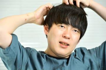 「意見を出して議論になることが大事」と話すウーマンラッシュアワーの村本大輔氏=大阪市内