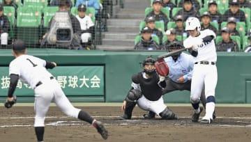 広陵―東邦 3回表東邦無死、石川が左越えに本塁打を放つ。投手河野、捕手鉤流=甲子園