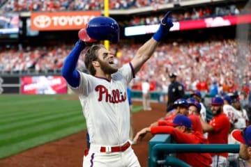 フィリーズ移籍後、初の本塁打を放ったブライス・ハーパー【写真:AP】