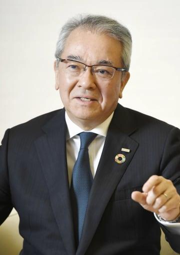 インタビューに応じる、全国銀行協会の会長に就任した三井住友銀行の高島誠頭取