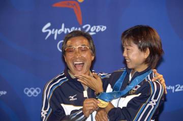 2000年、シドニー五輪を制した愛弟子・高橋尚子さんと(写真:青木紘二/アフロスポーツ)